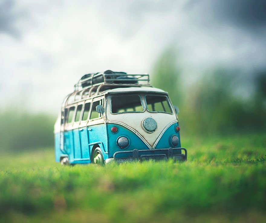 I Create Atmospheric Miniature Car Scenes That Remind Me Of My