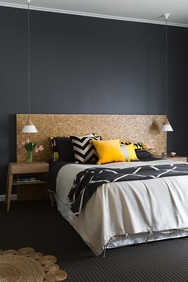 Un cabecero de cama con un diseño creativo utilizando como material el corcho #beatcork