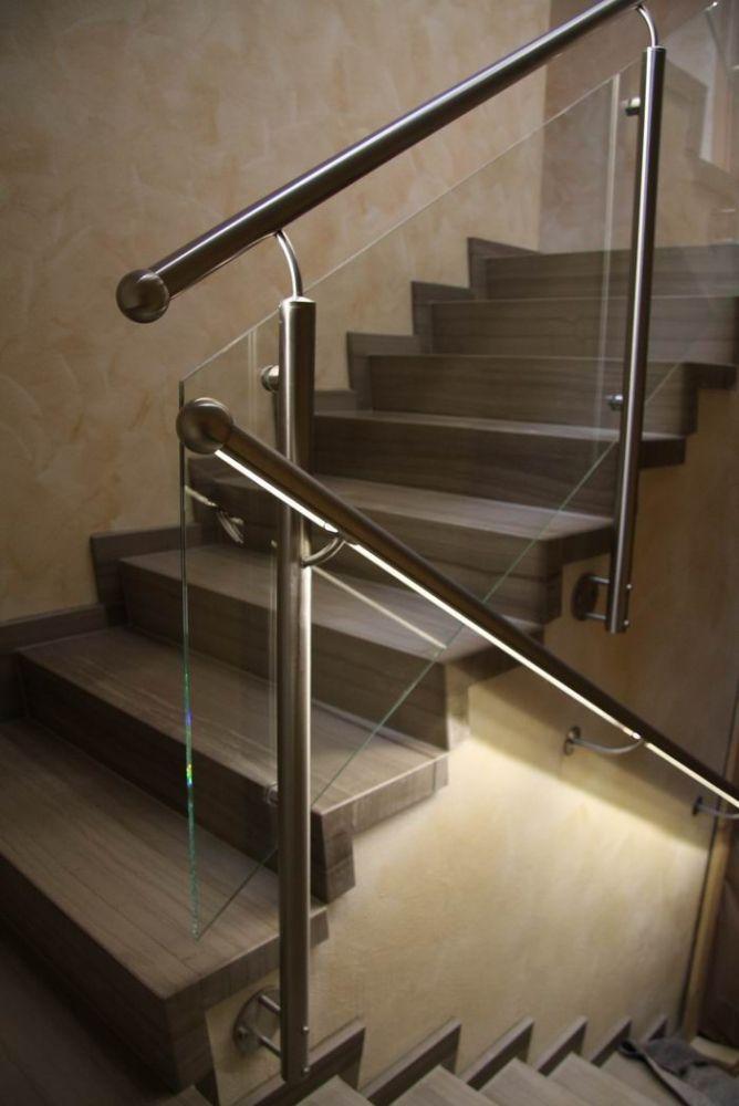 Treppengeländer Led Beleuchtung | Edelstahlgelander Mit Einer Fullung Aus Glas Und Einem Handlauf Mit