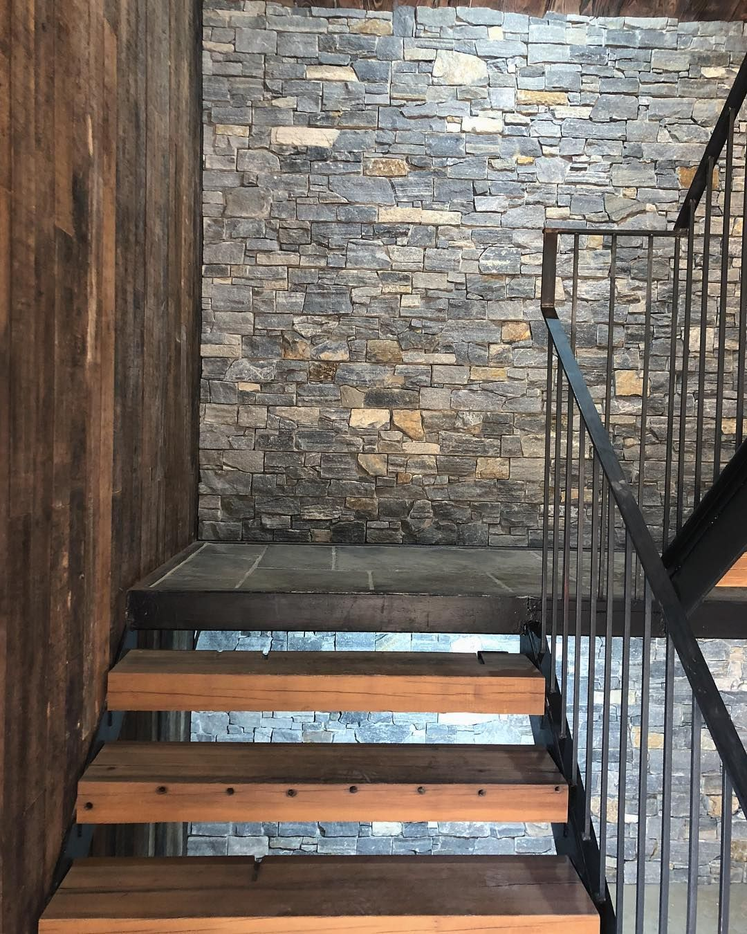 Introducing Natural Stone Cladding At South Planks Available In A Range Of Beautiful Styles And Colours Fro Stone Cladding Natural Stone Cladding Cladding