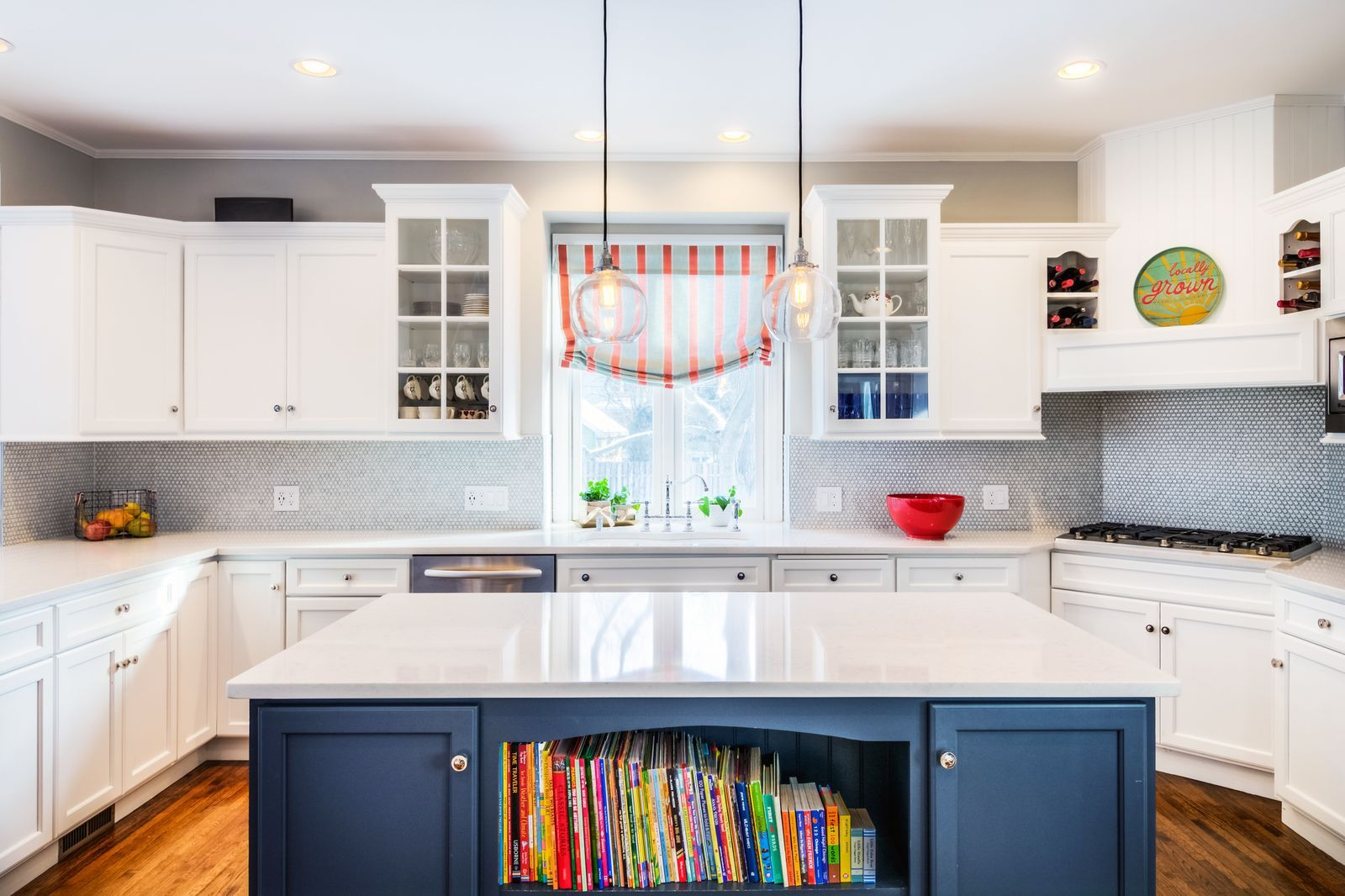 10 Unique Ways to Make a Beautiful First Impression in Your Kitchen - Contemporary kitchen, Kitchen cabinets, Kitchen, Glass cabinet doors, Home, Cabinet - These changes make a big (and unexpected) impact