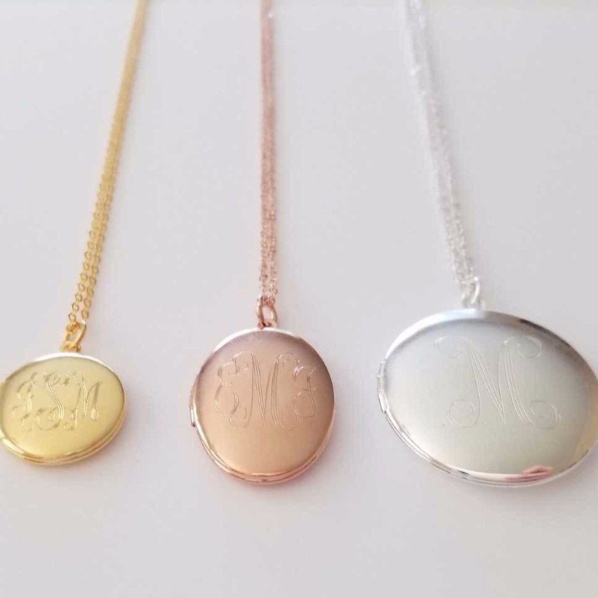 900b5e47a7ac Collar De Medallón · Medallones · A wonderful classic piece to treasure  forever. Our engraved monogram locket is versatile enough to