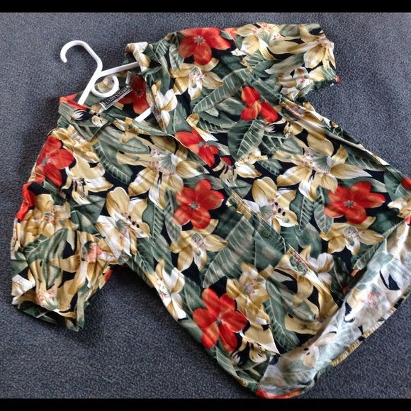 dbb3bb0e Vintage 1980s Hawaiian blouse Silky material short sleeve blouse with  flowered design. Has shoulder pads. Union Khaki Tops Blouses