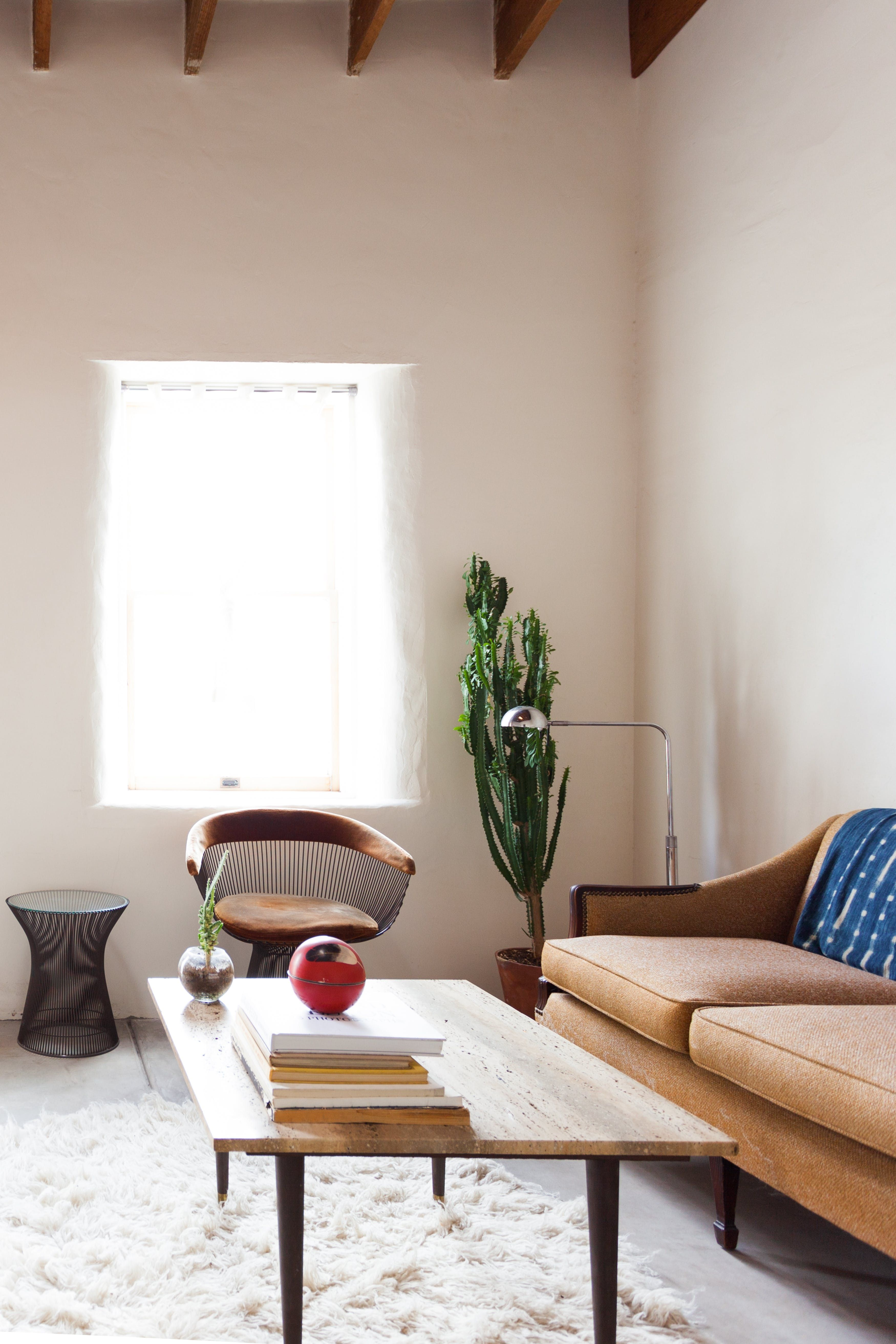 A Desert Minimalist Adobe Home In Tucson Eclectic Bedroom Eclectic Living Room Vintage Minimalist Living Room