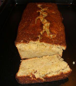 Zutaten: 6 Eiklar 200g natürlichen Zucker /braun/ 200g halbgriffiges Mehl 1 TL Backpulver 125g Backmargarine  200g Äpfel  Schokoladen Glasur  Mandelsplitter oder Blättchen