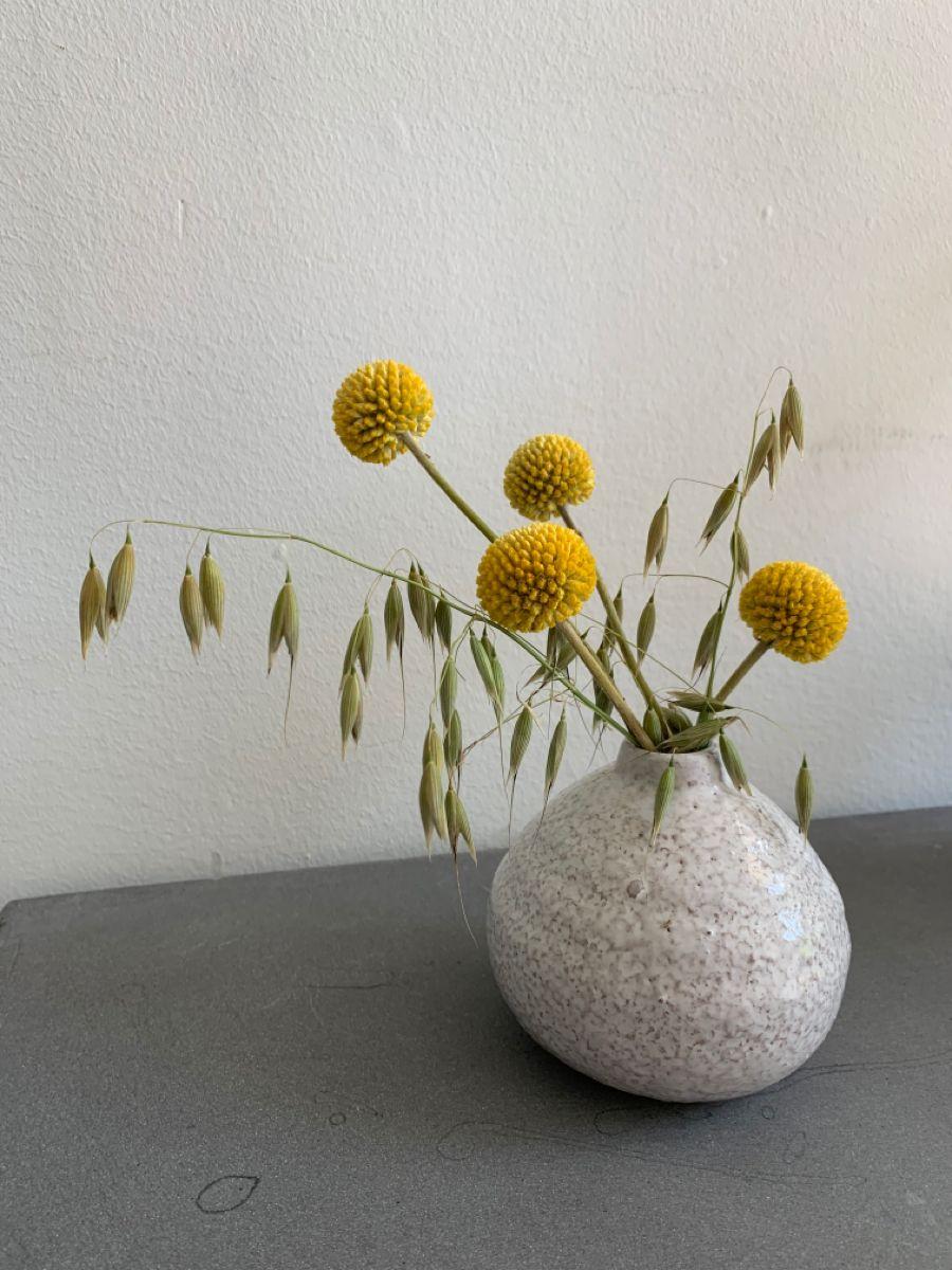 Craspedia Billy Balls In The Tilde Budvase In 2020 Bud Vases Floral White Ceramics