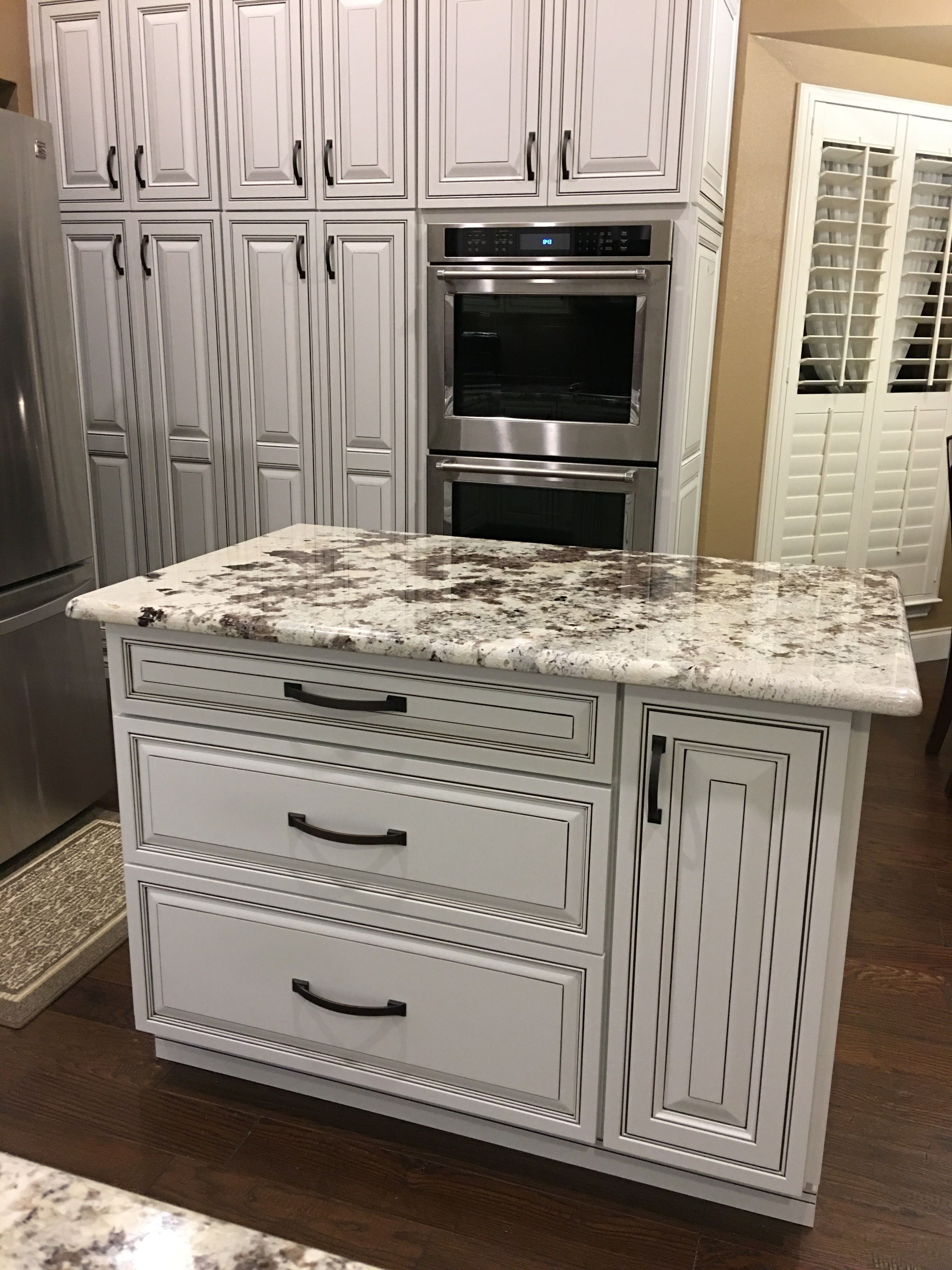 Another Beautiful Diamond Intrigue Kitchen Has Been Completed Project Specialist Shena P Kitchen Decor Apartment Modern Kitchen Design Kitchen Cabinet Design