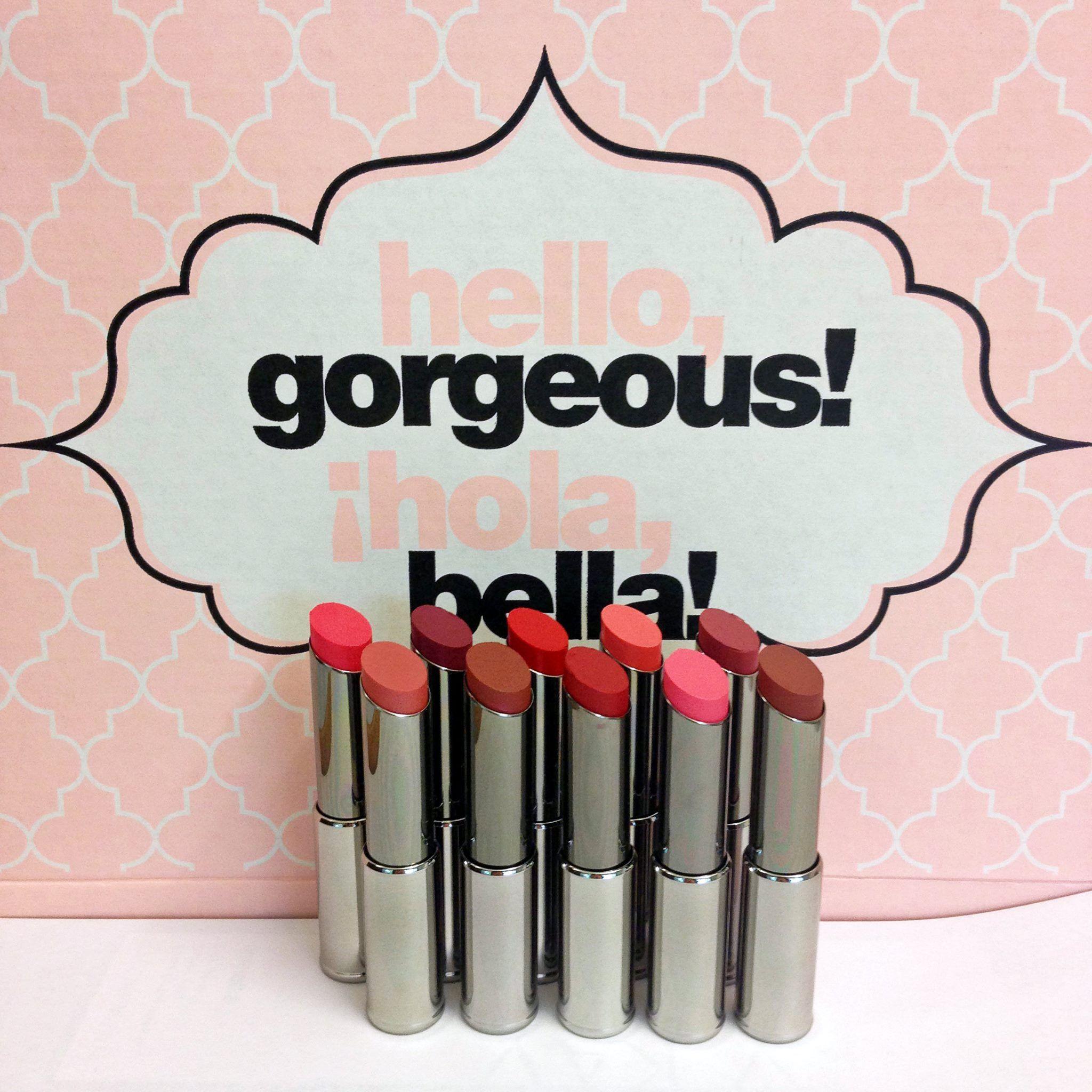 Ten head-turning shades. Mary Kay® True Dimensions™ Lipstick. Batons.