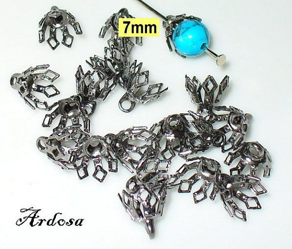 20 Perlenkappen mit Öse Anhänger Gunmetall von Schmuckmaterial