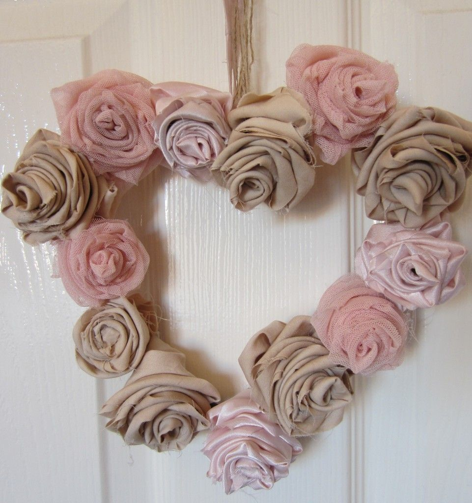 Shabby chic wreath you can do this great diy artful - Telas shabby chic ...