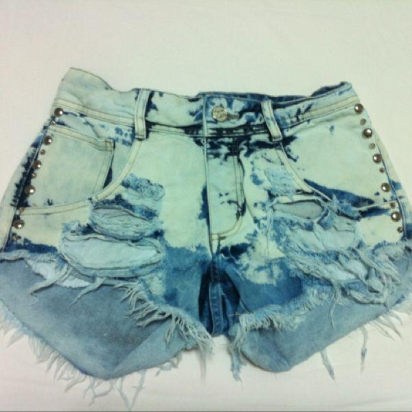Shorts jeans / rasgado / rebite