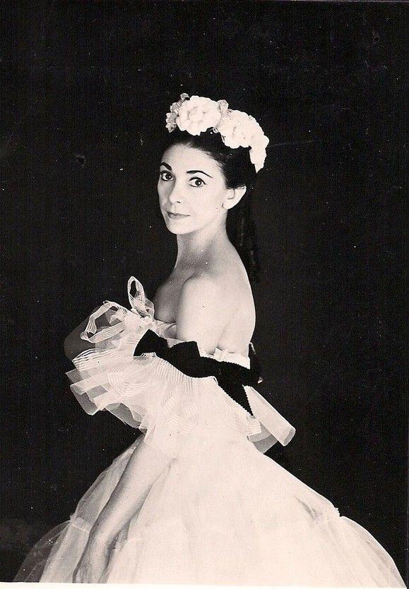 ORIGINAL OLD POSTCARD SIZE PHOTO, OF BALLET DANCER , MARGOT FONTEYN.