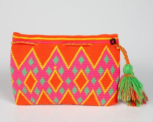 Monedero para ir practicando. Tiene aspecto de tapicería pero es artesanal y eliges tu los colores. Ideal para regalar.