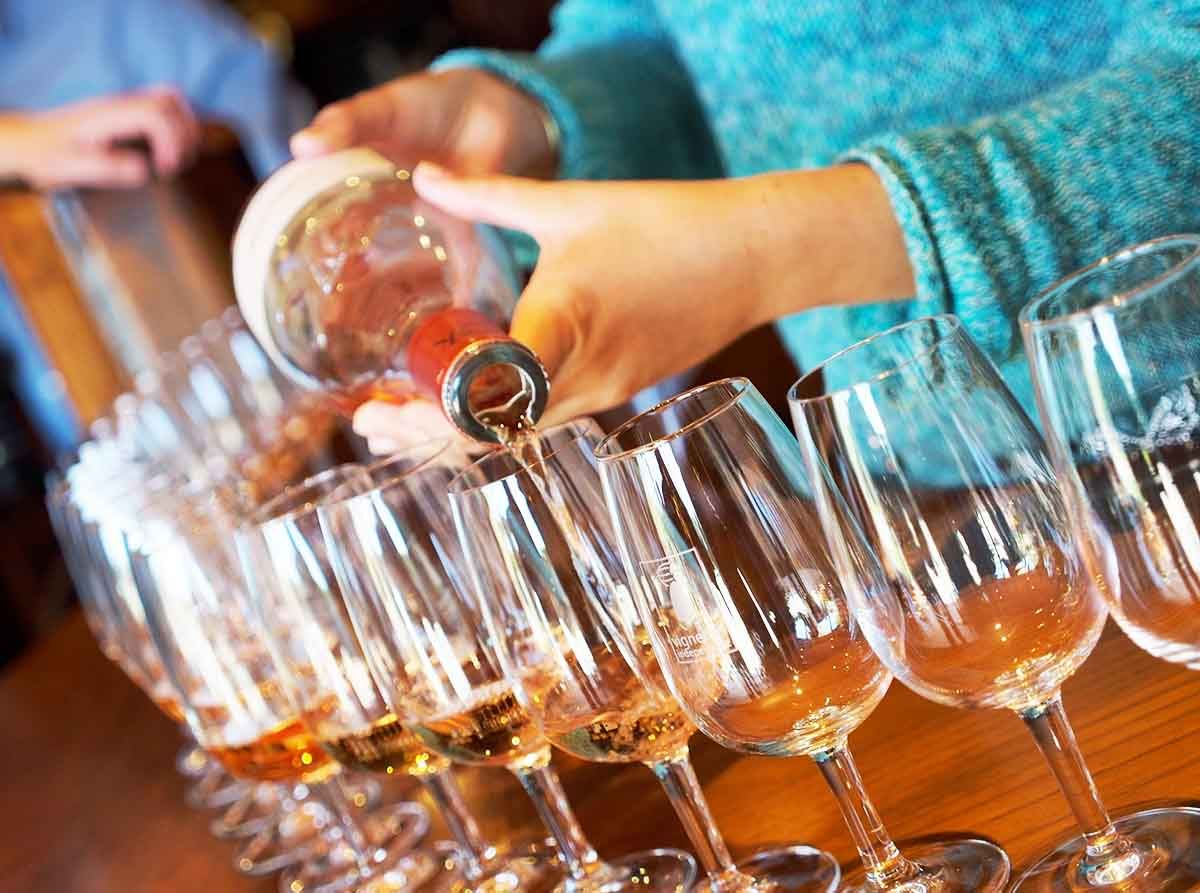 How to run your very first wine tasting with images