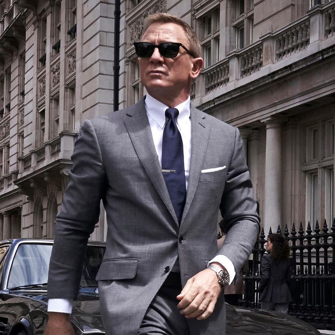 "TheNamesBond on Instagram: ""Daniel Craig wearing a well"