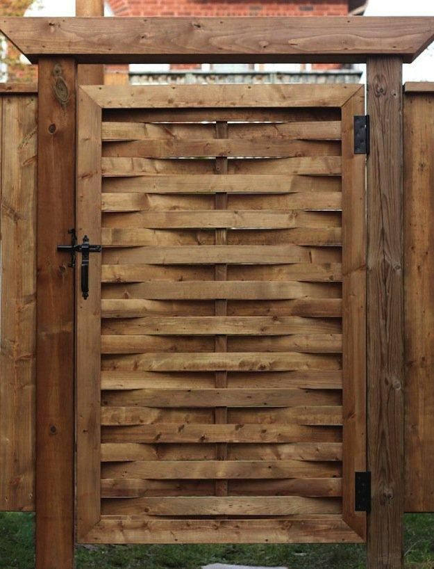 Add A Woven Gate To Your Yard Cuz It S Flippn Cool