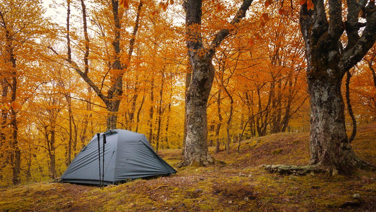 voici 9 destinations o planter votre tente de camping cet automne cinq pour le camping de. Black Bedroom Furniture Sets. Home Design Ideas