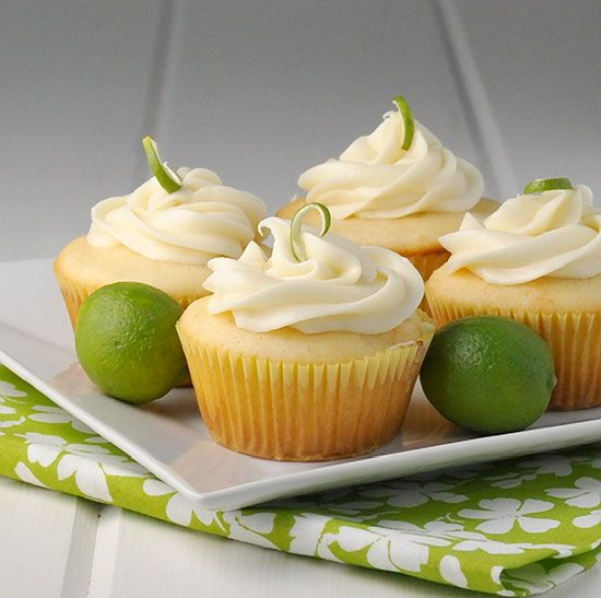 GORGEOUS Key Lime Cupcakes. Light and fresh #cupcakes, filled with lime curd, topped with cream cheese frosting. Summer and citrus go hand in hand. #baking #recipe http://thecupcakedailyblog.com/key-lime-cupcakes/