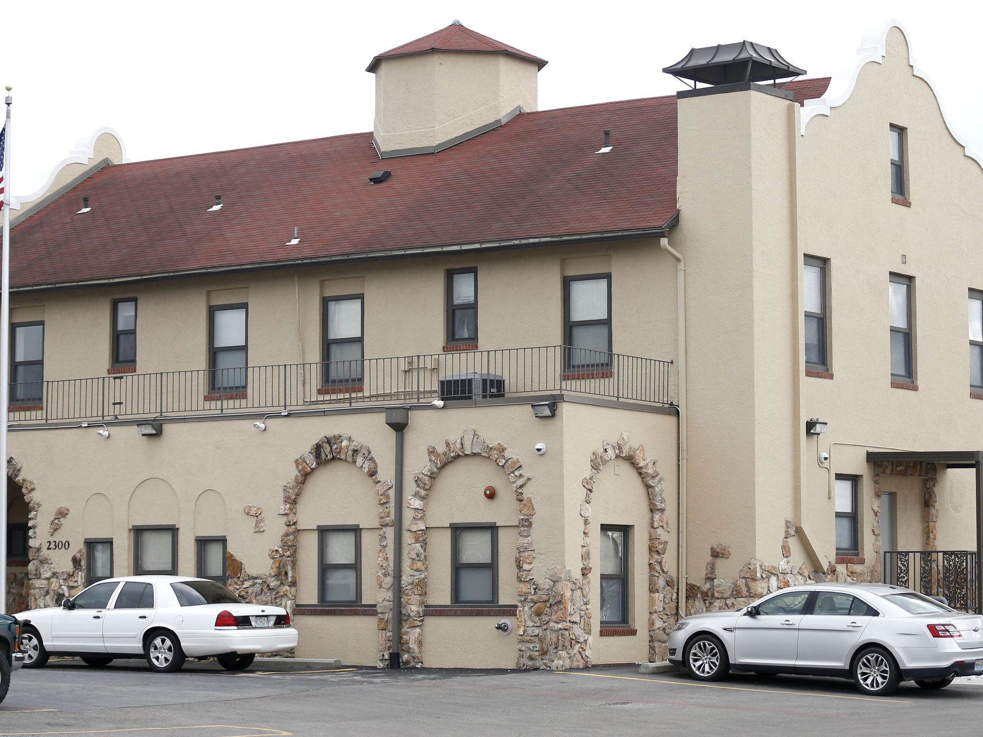 2300 E Division St A Former Airport Building Is Now A Federal Halfway House Springfield Mo Papes News Leader Halfway House Springfield Historical Sites