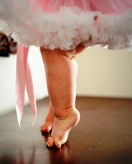Little girl's chubby tip toes Toni Kami ~•❤• Bébé •❤•~ Precious