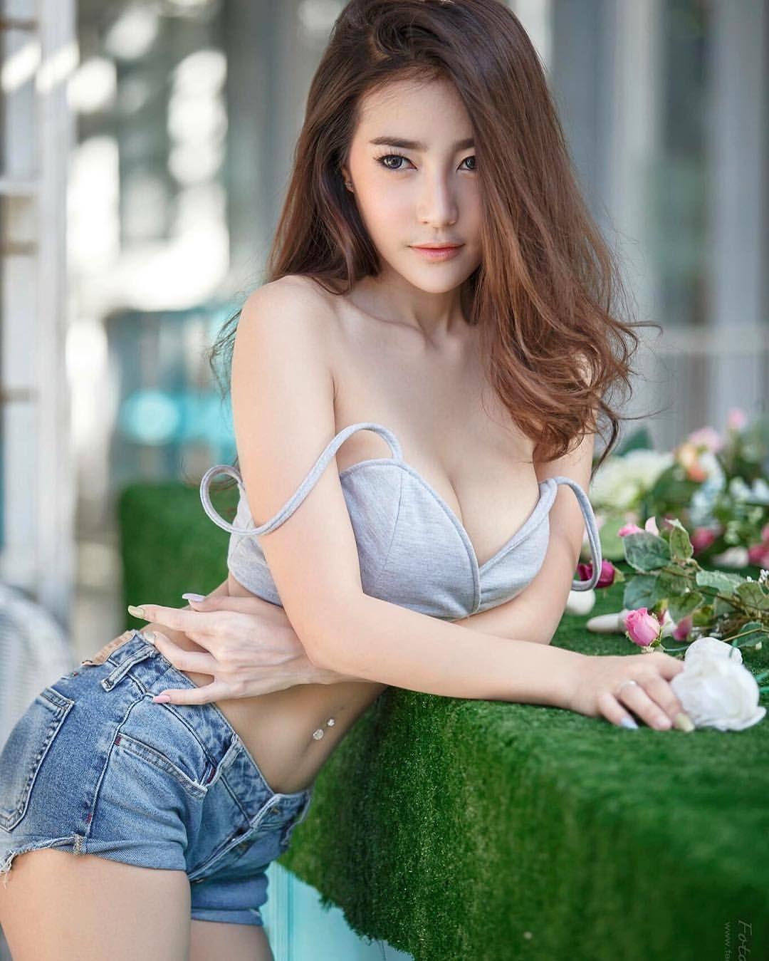 Sexy slutty thai babe strips for tourist in hotel