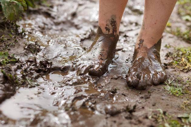 ... la tierra se deleita al sentir tus pies descalzos ...