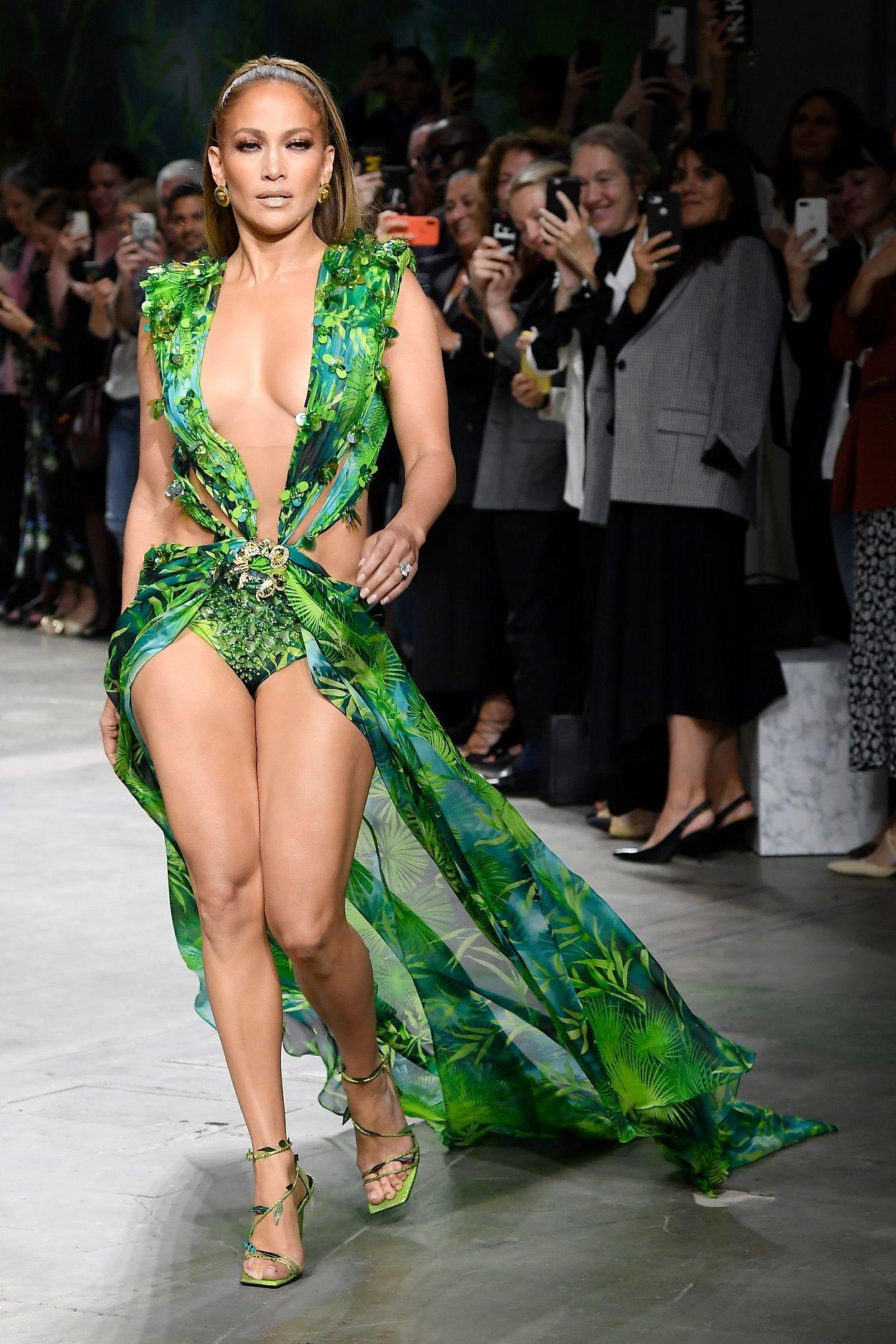 Jennifer Lopez Runway On Versace Show Spring Summer 2020 Milan Fashion Week Italy Jennifer Lopez Bikini Milan Fashion Week Fashion [ 1875 x 1250 Pixel ]