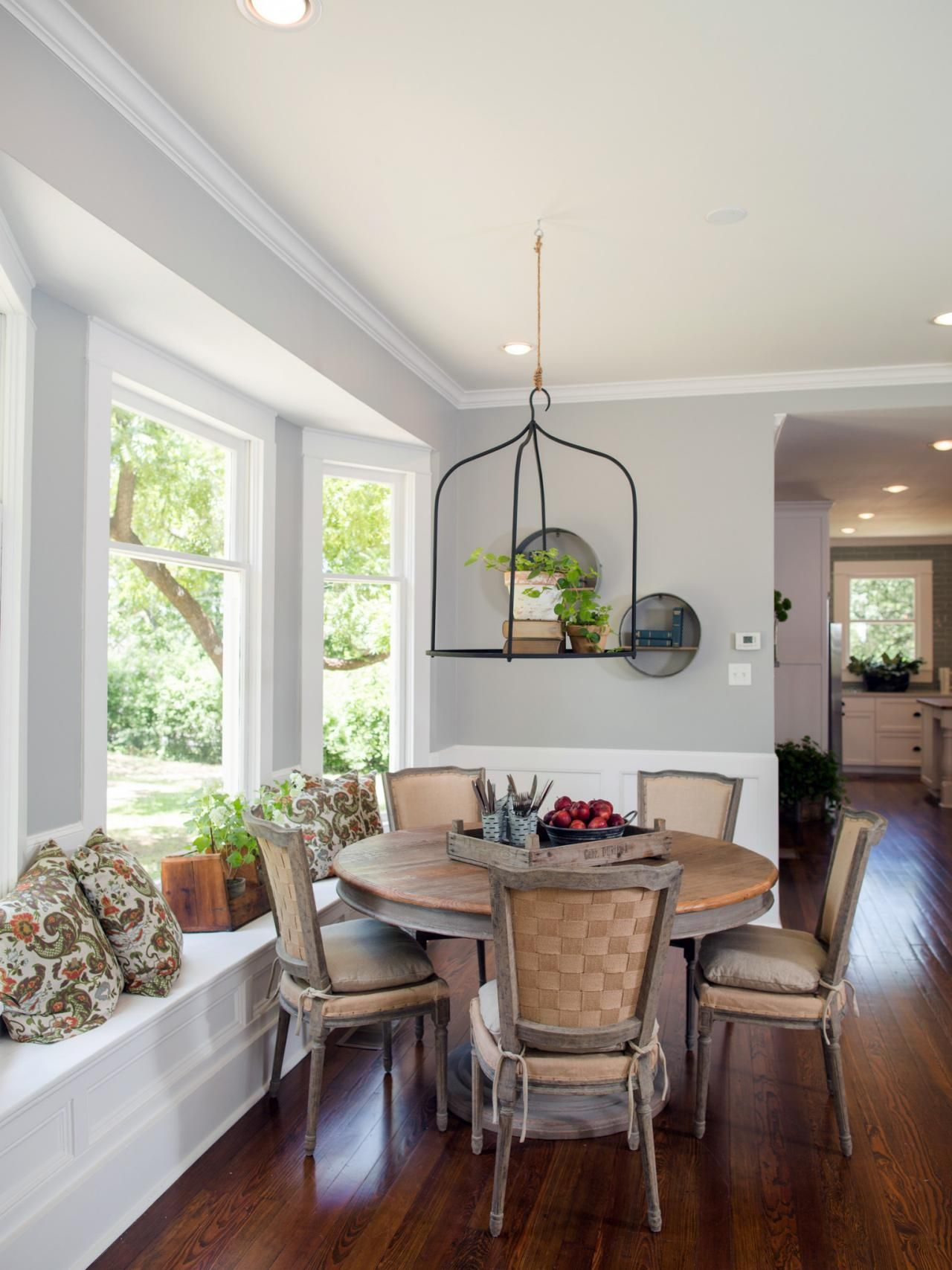 Find the best of hgtv 39 s fixer upper with chip and joanna for Dining room joanna gaines