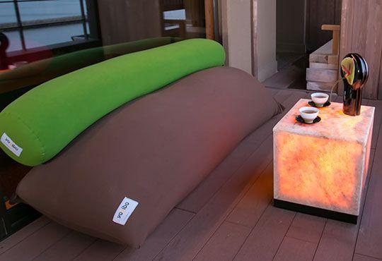 Yogiboは体に完全にフィットするソファです さまざまな形に変身する魔法のビーズソファは 天国の座り心地であなたを包み込みます 世界一のビーズ ソファyogiboをご体験ください ヨギボー 和室 ソファ