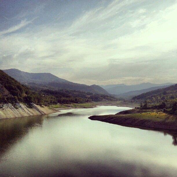 Indefinita atmosfera. #Diga di Mignano. #Vernasca #Piacenza #Italia.  #lake #hills #sky #clouds #eden #italy #samsungcamera #s3