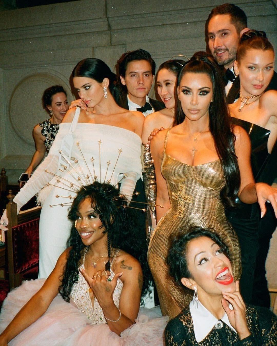 Bellahadid At The Met Gala With Kendalljenner Sza Kimkardashian Colesprouse And Lizakoshy Met Gala 2018 Met Gala Kendall Jenner Met Gala