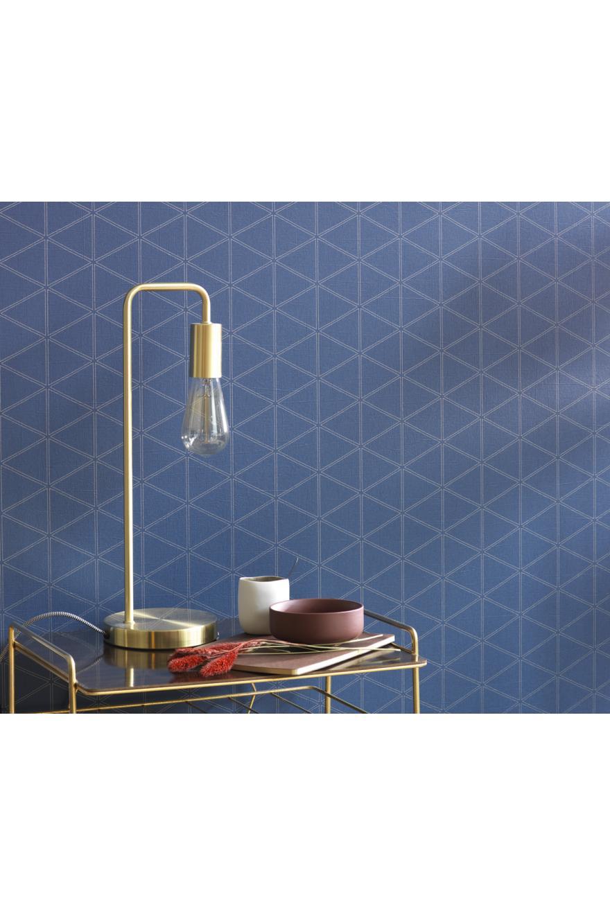 Papier peint scandinave triangle Whisper bleu marine/or – Nova de Casadéco   Réf. NOVA84176505