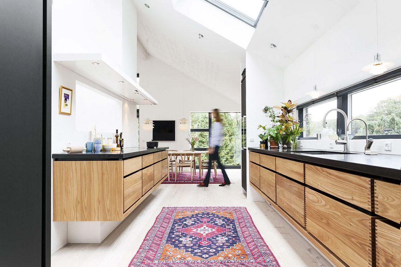 Keuken Met Dakraam : Zwarte keuken van deense juwelier annette interieur inrichting