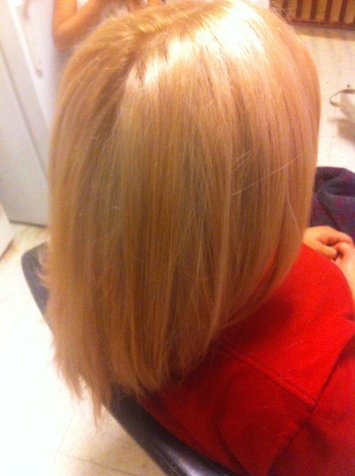 i lift her hair