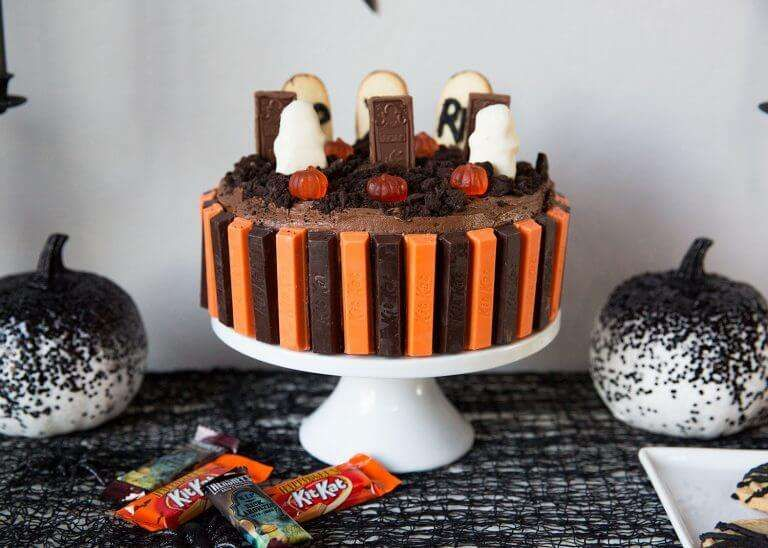 Halloweeen Graveyard Cake Graveyard cake, Graveyard cake