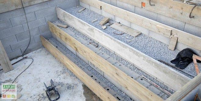 Construction du0027une petite piscine en béton équipée spa Scellement - realiser une piscine en beton