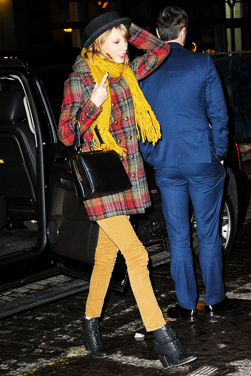 """"""" Taylor Swift leaving her apartment in New York City """""""