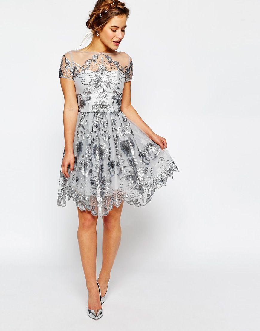 Immagine 4 di Chi Chi London Petite - Vestito longuette da cerimonia con paillettes delicate