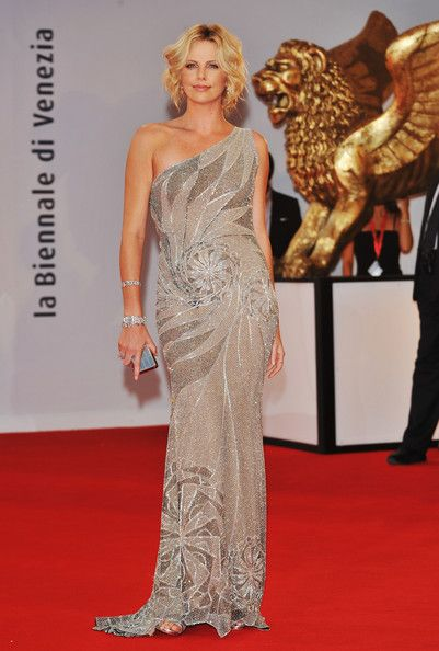 Charlize Theron Evening Dress - Charlize Theron Looks - StyleBistro 12eb2892acc