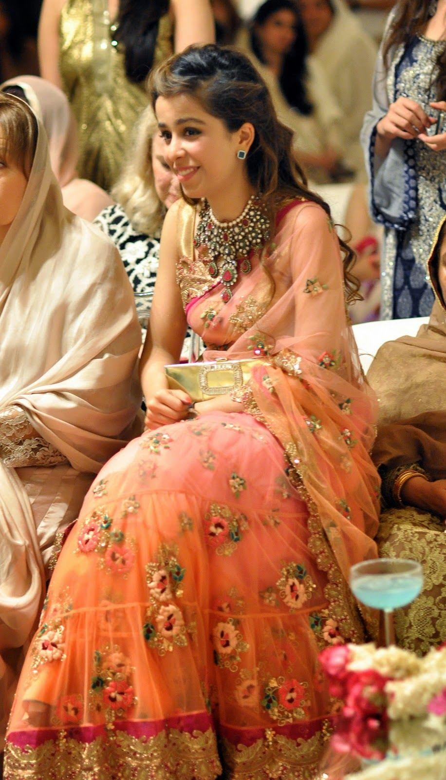 Net saree images i love both the saree n the necklace  Мода Индии  pinterest