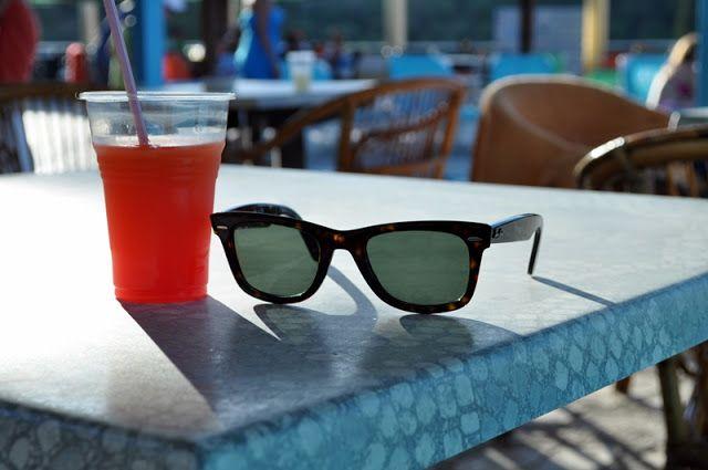 #grecja #zakynthos #zante #greece #zakintos #zakyntos #wyspa #island #rayban #sunglasses #okularysloneczne #drink #wayfarer #raybanwayfarer