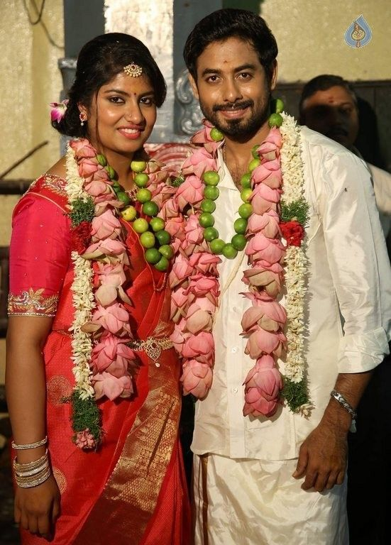 Tamil Actor Aari Wedding Photos Big Photo 5 Of 6 Images Wedding Photos Marriage Photos Wedding Bride