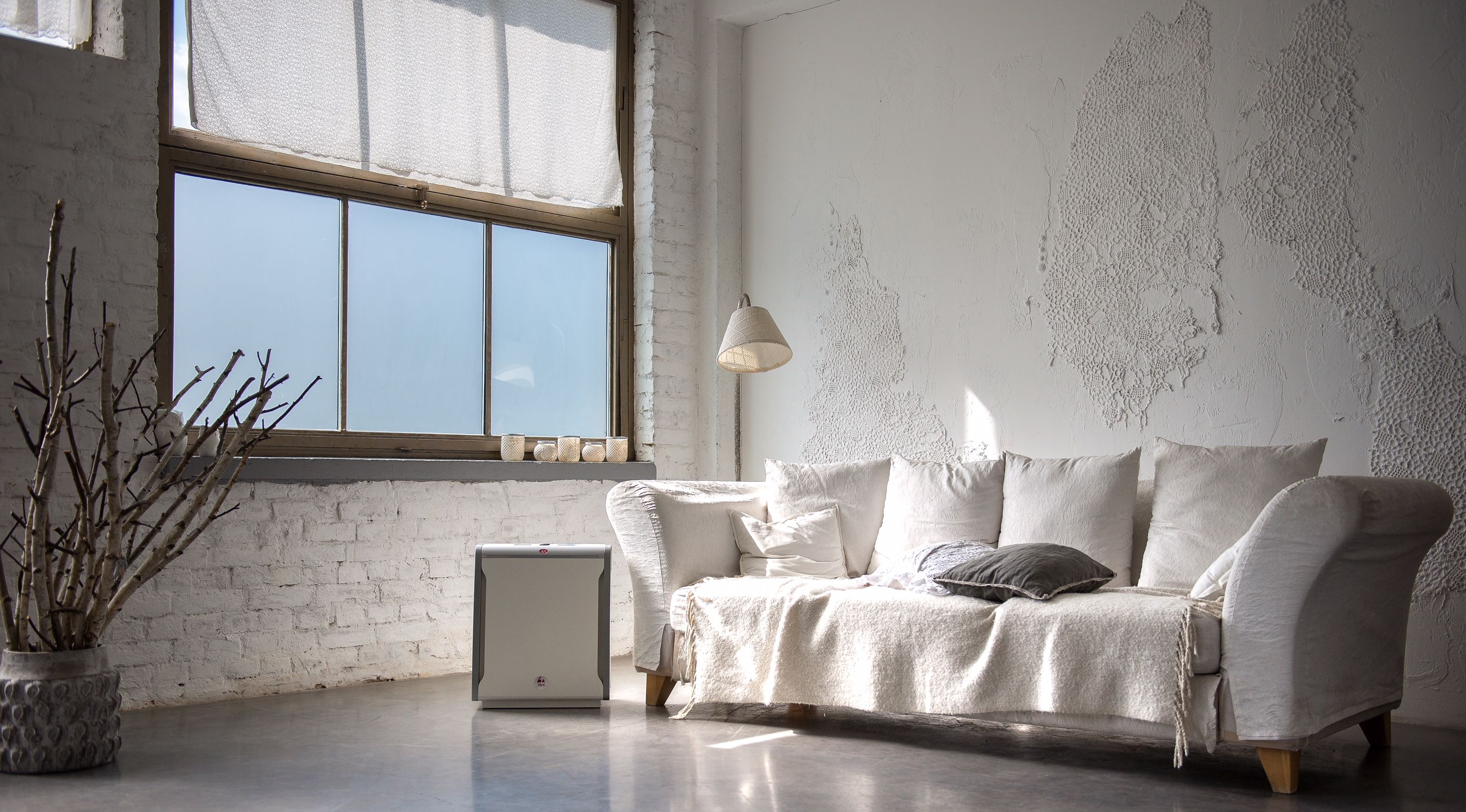 Minimalistindustrial loft with raw, white wall and Lux