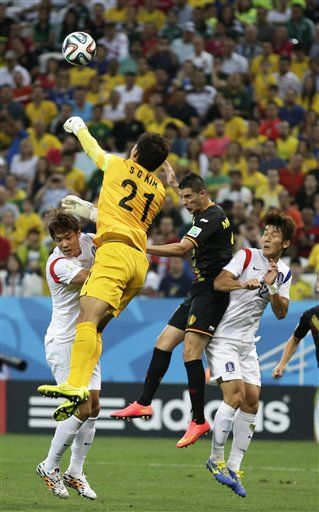 South Korea's goalkeeper Kim Seung-gyu, second from left, punches the ball away while facing a challenge from Belgium's Kevin Mirallas, second from right, during the group H World Cup soccer match between South Korea and Belgium at the Itaquerao Stadium in Sao Paulo, Brazil, June 26, 2014. (AP Photo/Lee Jin-man) ▼26Jun2014AP|Belgium beats South Korea 1-0, wins Group H http://bigstory.ap.org/article/belgium-and-south-korea-locked-0-0-after-1st-half #South_Korea_Belgium_group_H #Brazil2014