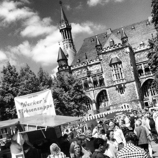#flohmarkt #katschhof #rathaus #Aachen  http://objektivaufunendlich.de