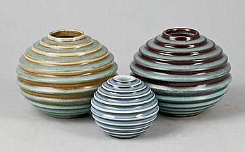 363819. VASER, 3st, keramik, Ewald Dahlskog, Bo Fajans, 1930-tal. – Bukowskis Market---samma formgivare som Uffes ost kupa (1930)