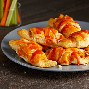 Buffalo Chicken Puffs #buffalochickennachos