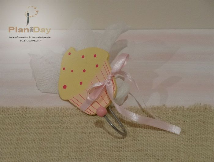 Μπομπονιέρα ξύλινη κρεμάστρα cupcake
