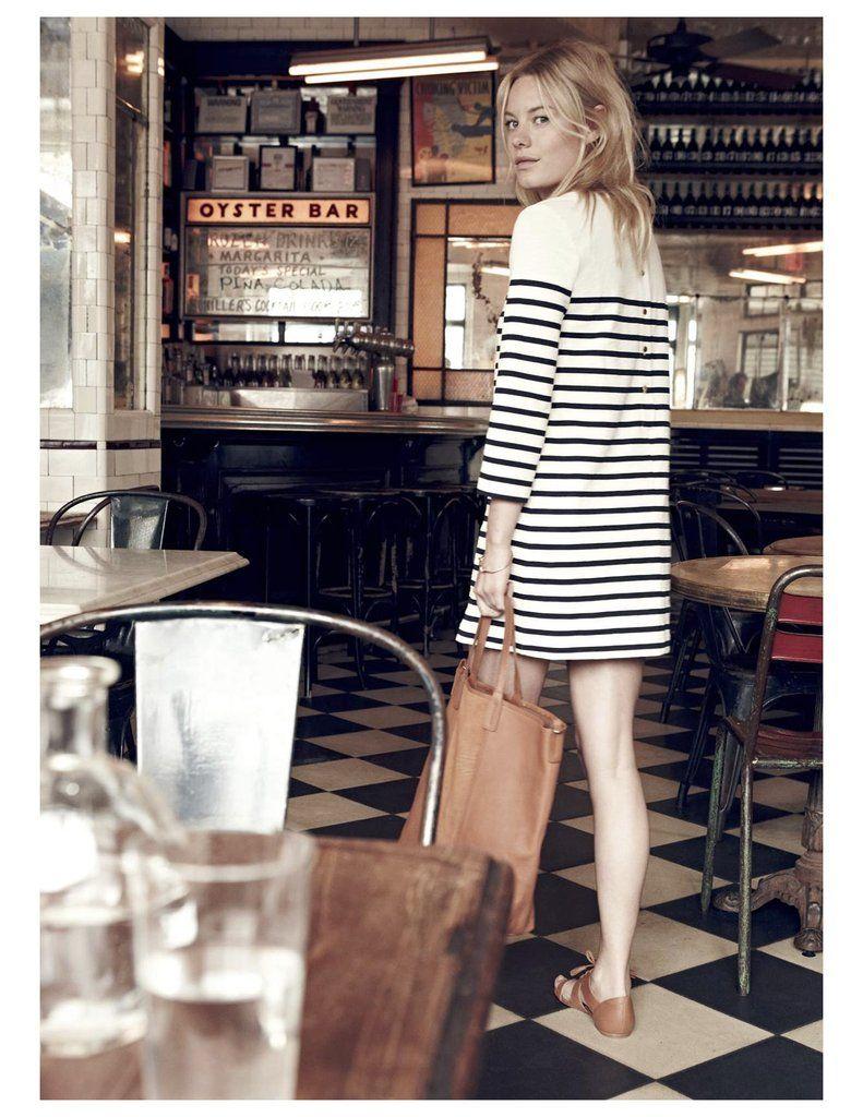 Robe marinière + cabas caramel   le bon mix (look Madewell x Sézane).  Madewell Collaboration With Sezane 2015   POPSUGAR Fashion Photo 10 ab1ec187f209