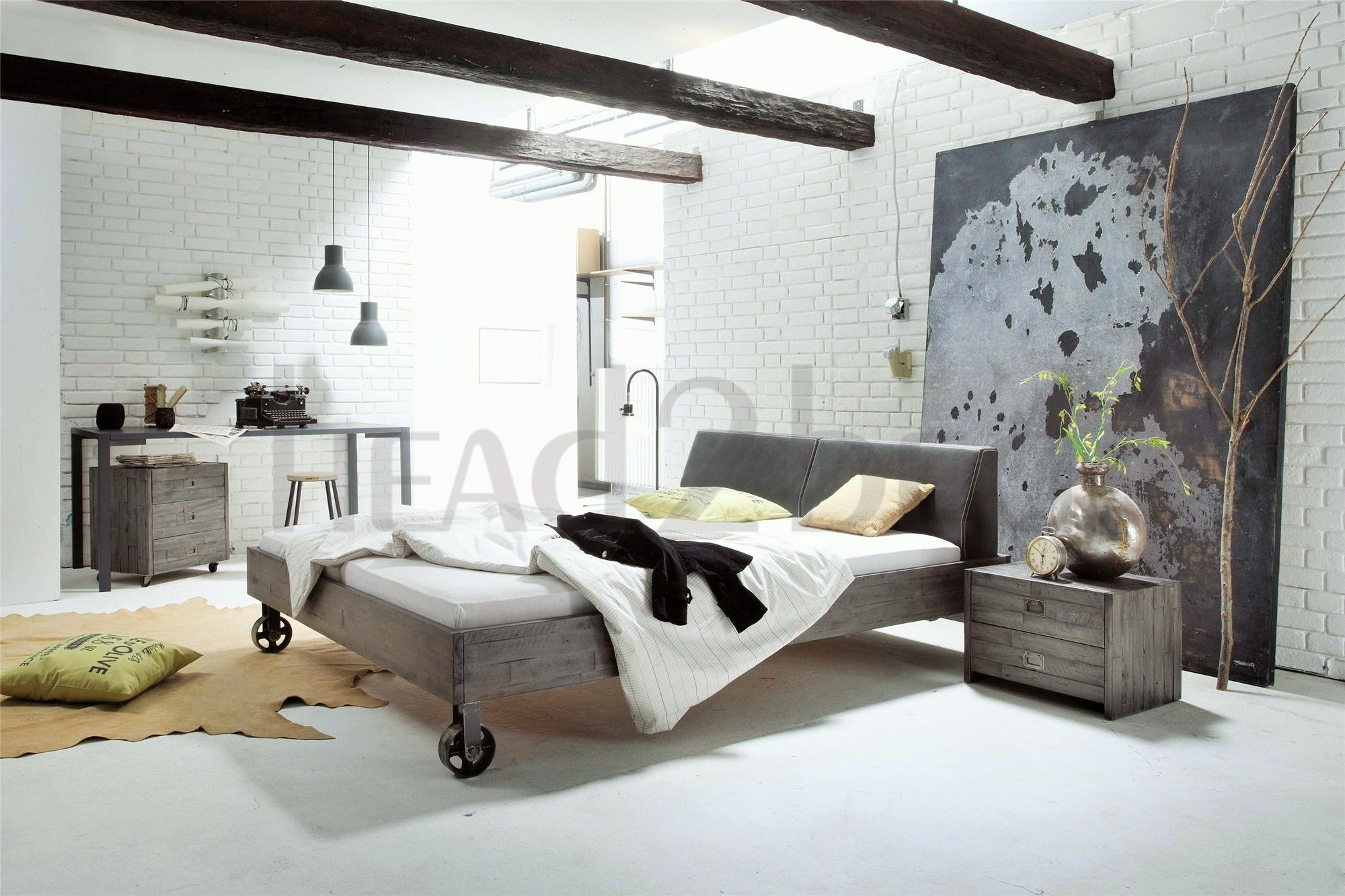 Hasena Road Ceneri Solid Acacia Vintage Real leather bed